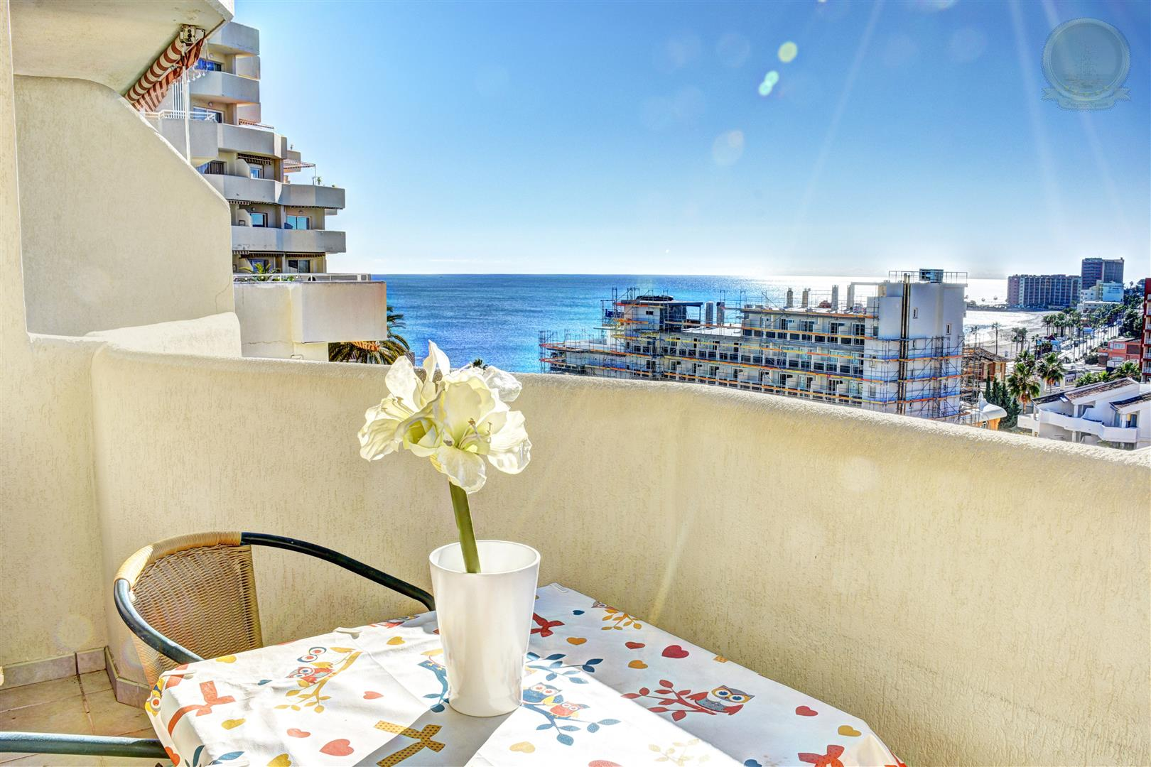 Apartment for sale in Benalbeach with sea views