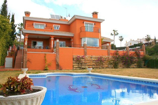 Luxury villas for sale in Benalmadena