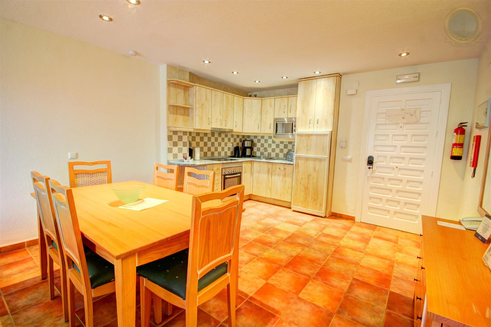 apartment for rent in Benal Beach Benalmadena kitchen dining area