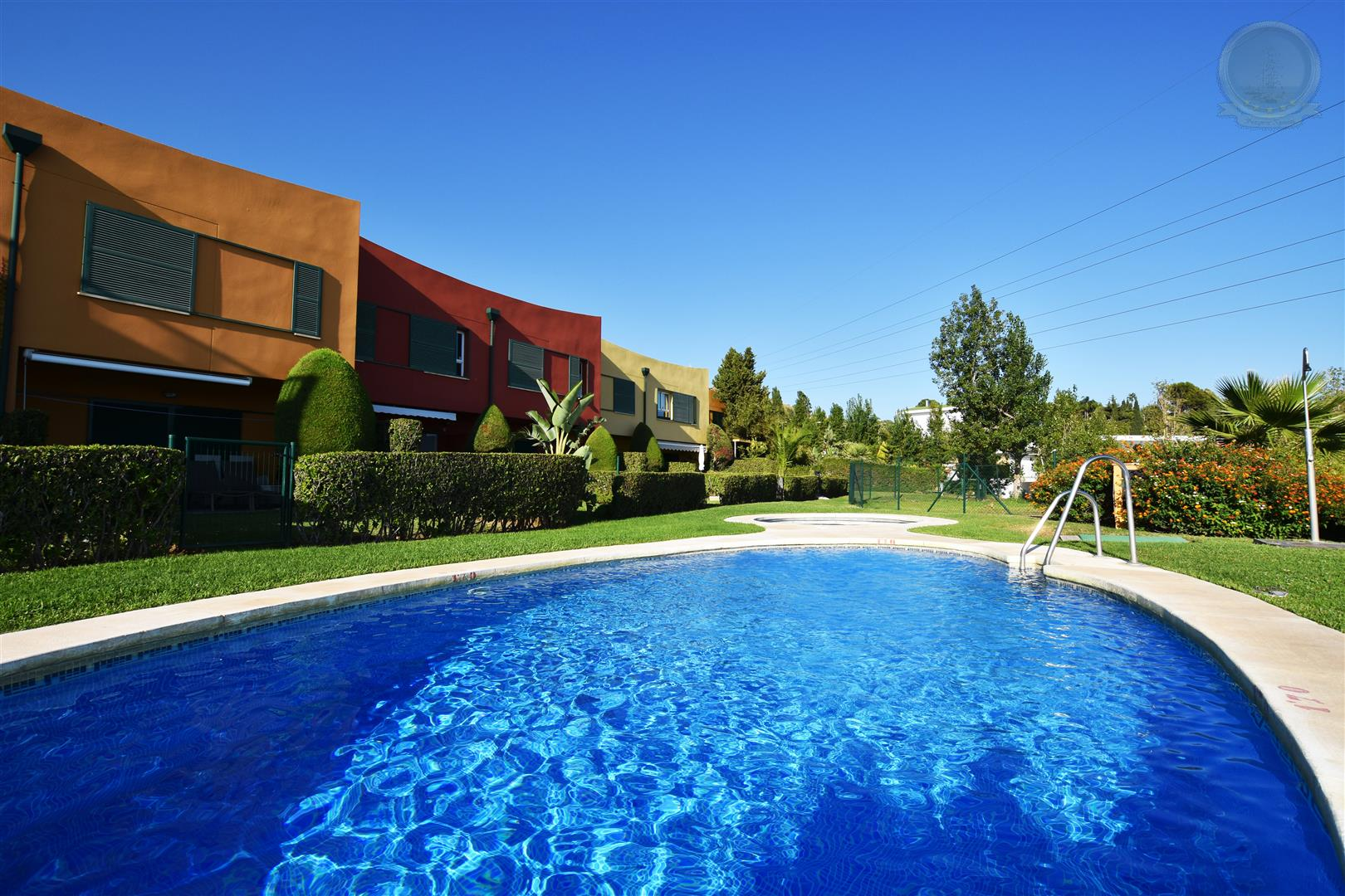 community pool of townhouse for sale in Higueron