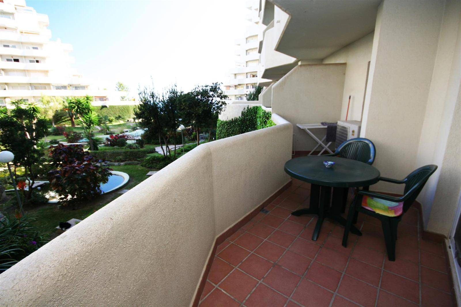 large 1 bed apartment for sale in Benalbeach 3