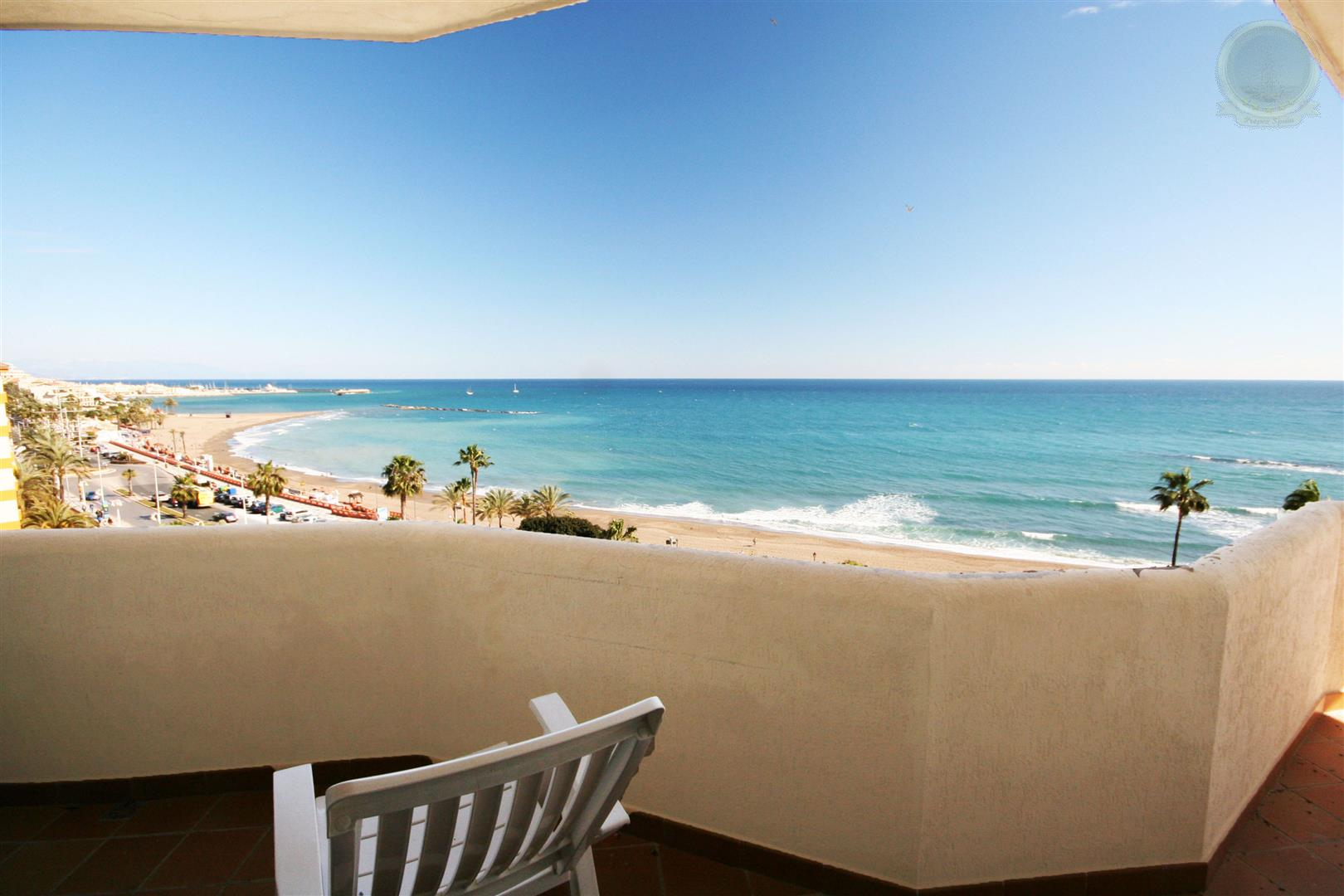 large apartment for sale in Benalbeach