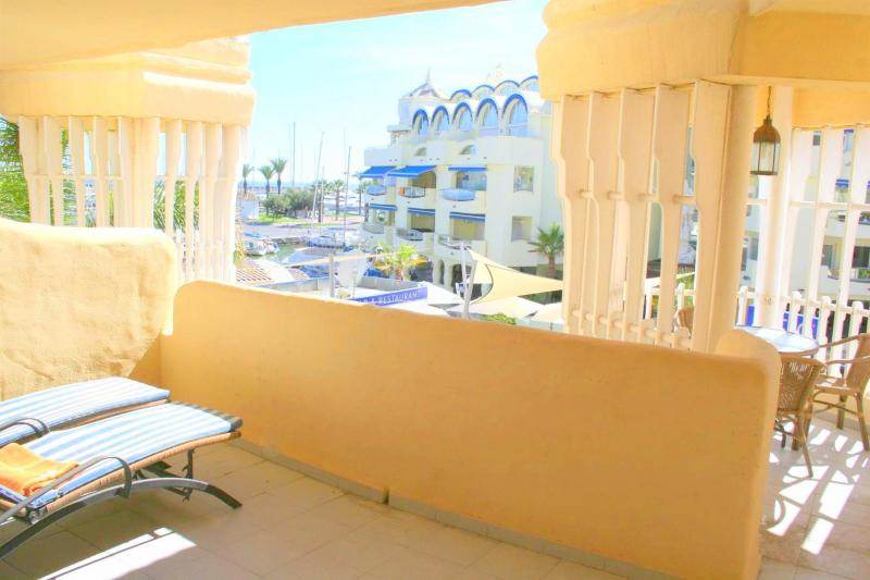 marina apartment for sale in benalmadena costa