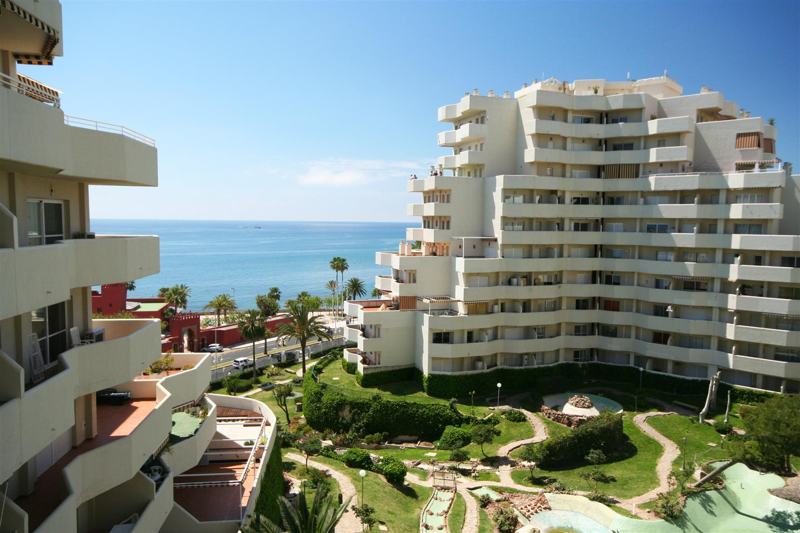 studio suite for sale in Benalbeach 9