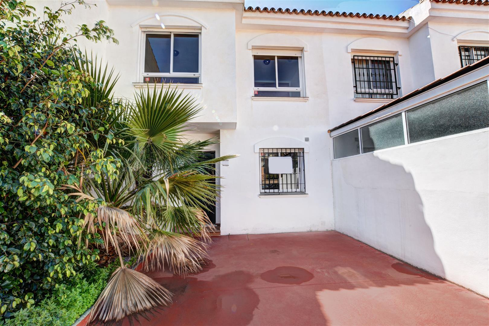 Townhouse for Sale in Arroyo de la Miel - front