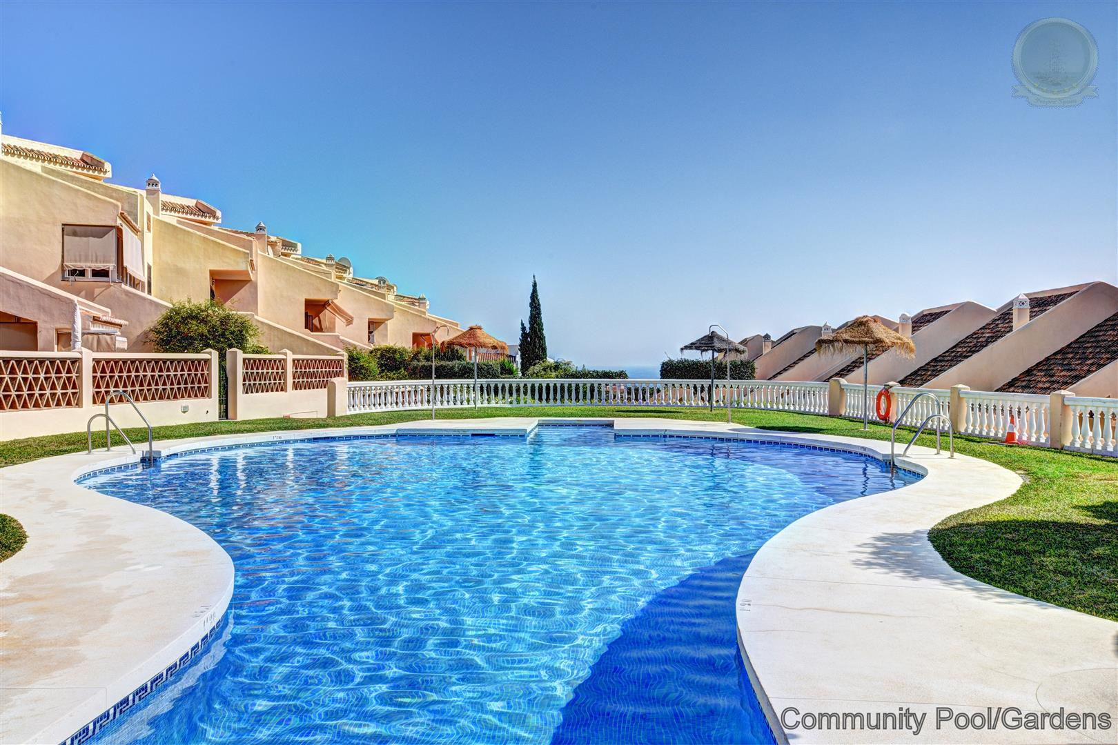 townhouse for sale in Arroyo de la Miel with community pool